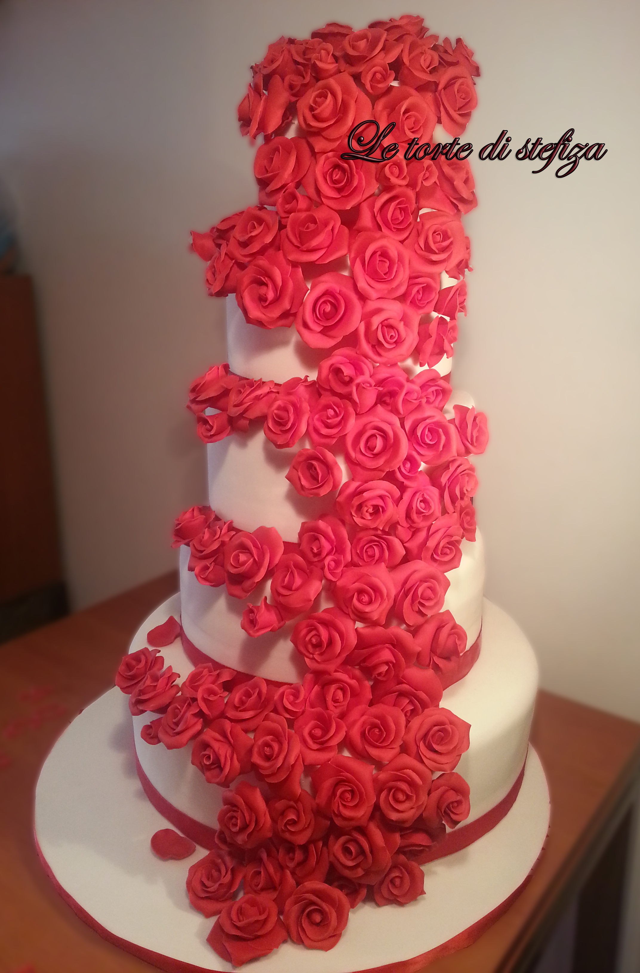 Torta cento rose in pasta di zucchero for Piani di costruzione di appartamenti a 3 piani