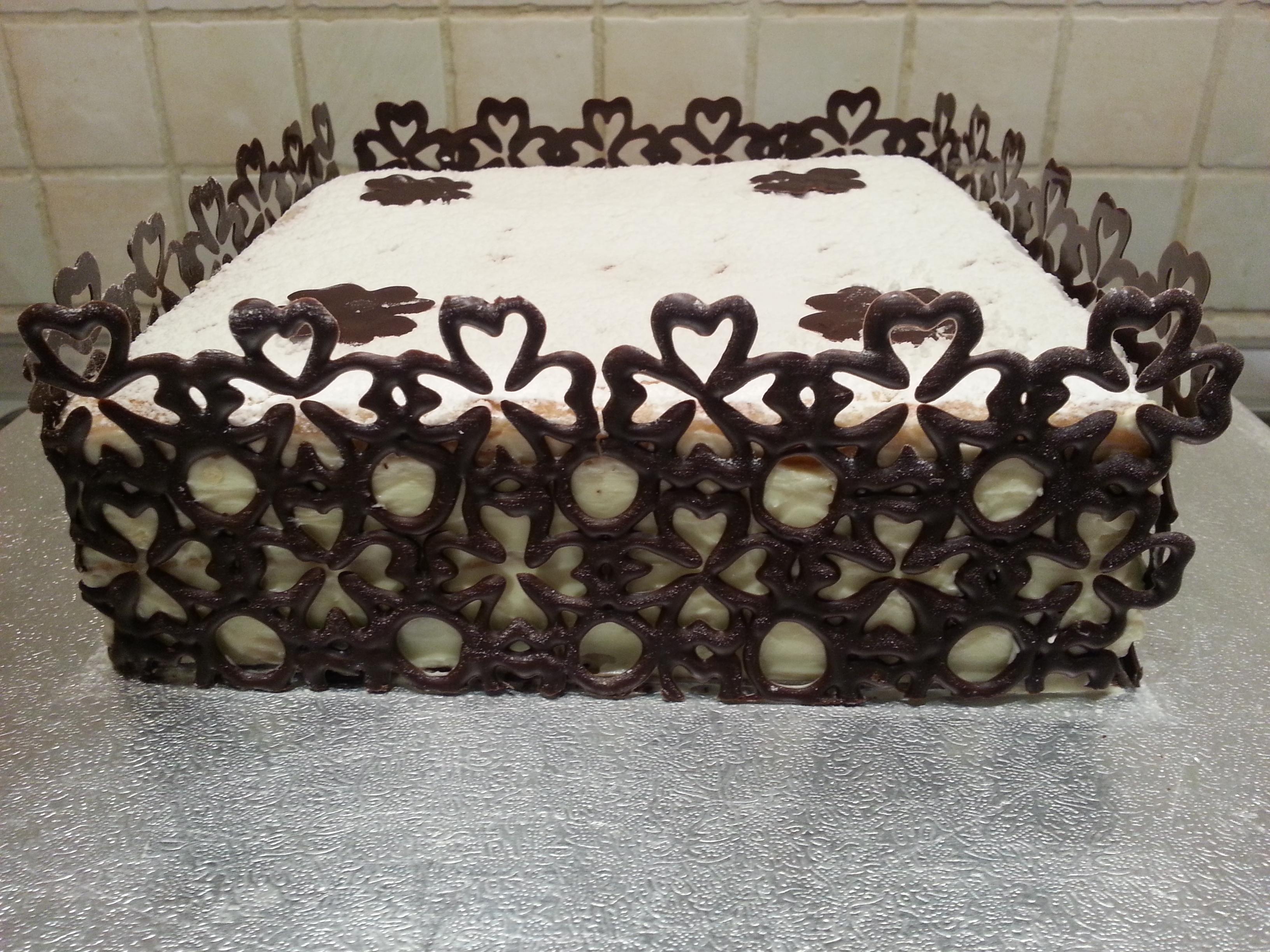 Torta decori al cioccolato cuginette sul g teau for Piani domestici a forma di t