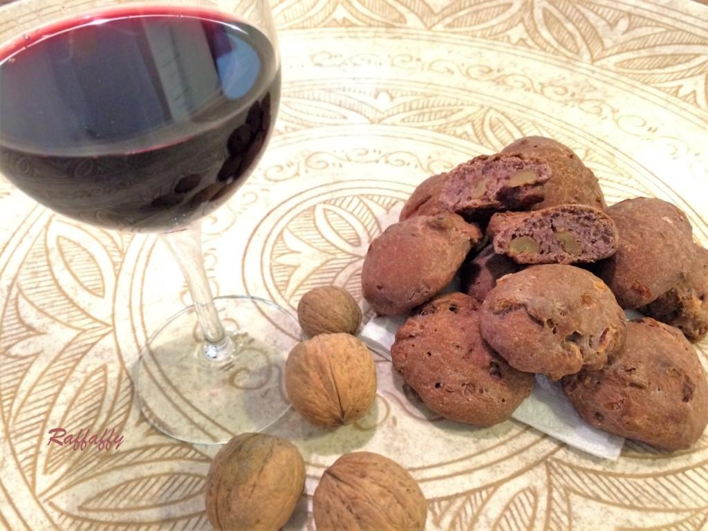 pane al vino rosso con cipolla e noci