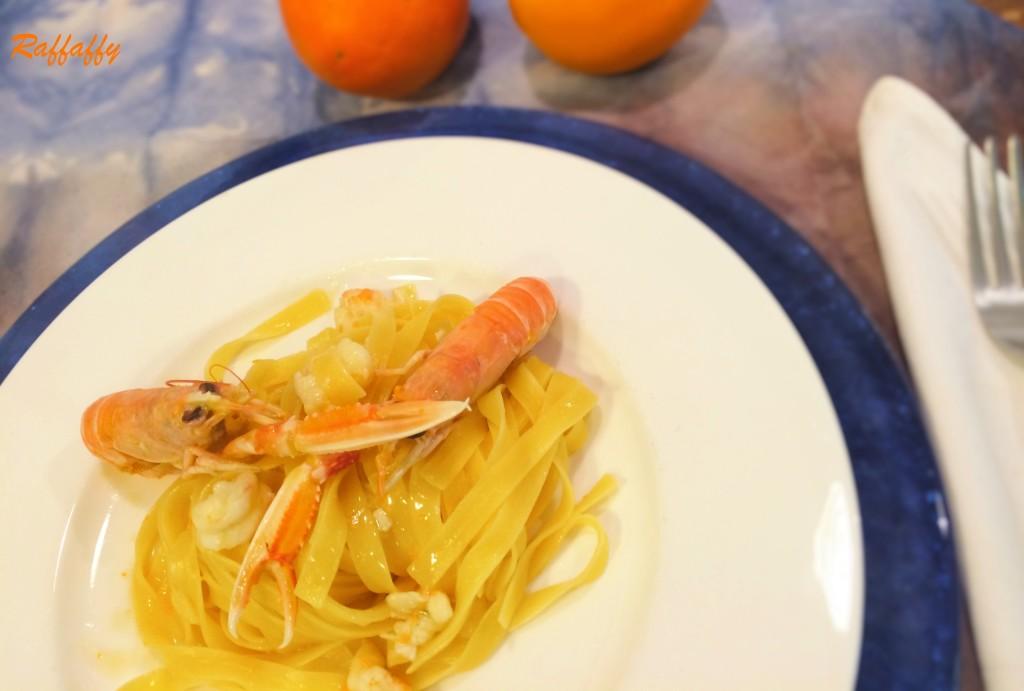 fettuccine con scampi all'arancia