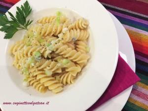 Fusilloni con gorgonzola e mirepoix croccante di sedano