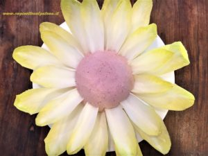 Fiore di indivia con mousse di prosciutto cotto