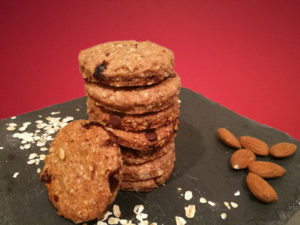 Biscotti vegani ai cereali e frutta secca