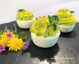Scodelline di uova sode con crema di piselli