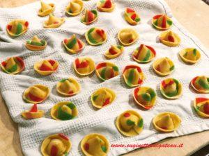 Sombreri colorati di pasta fresca